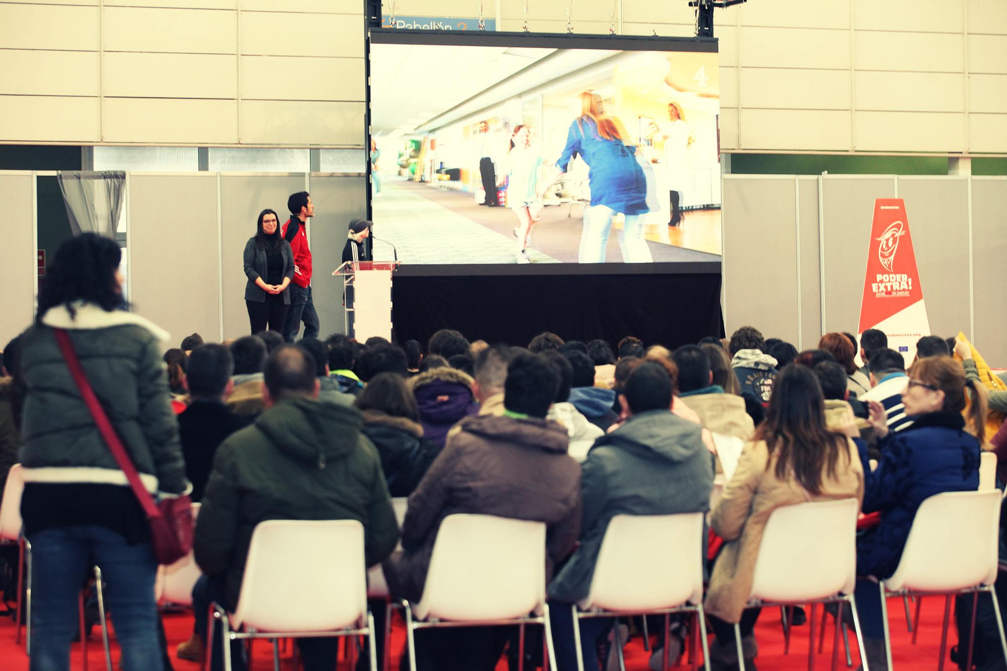 Marta Arce dando una charla en el Game de empleo de Madrid.