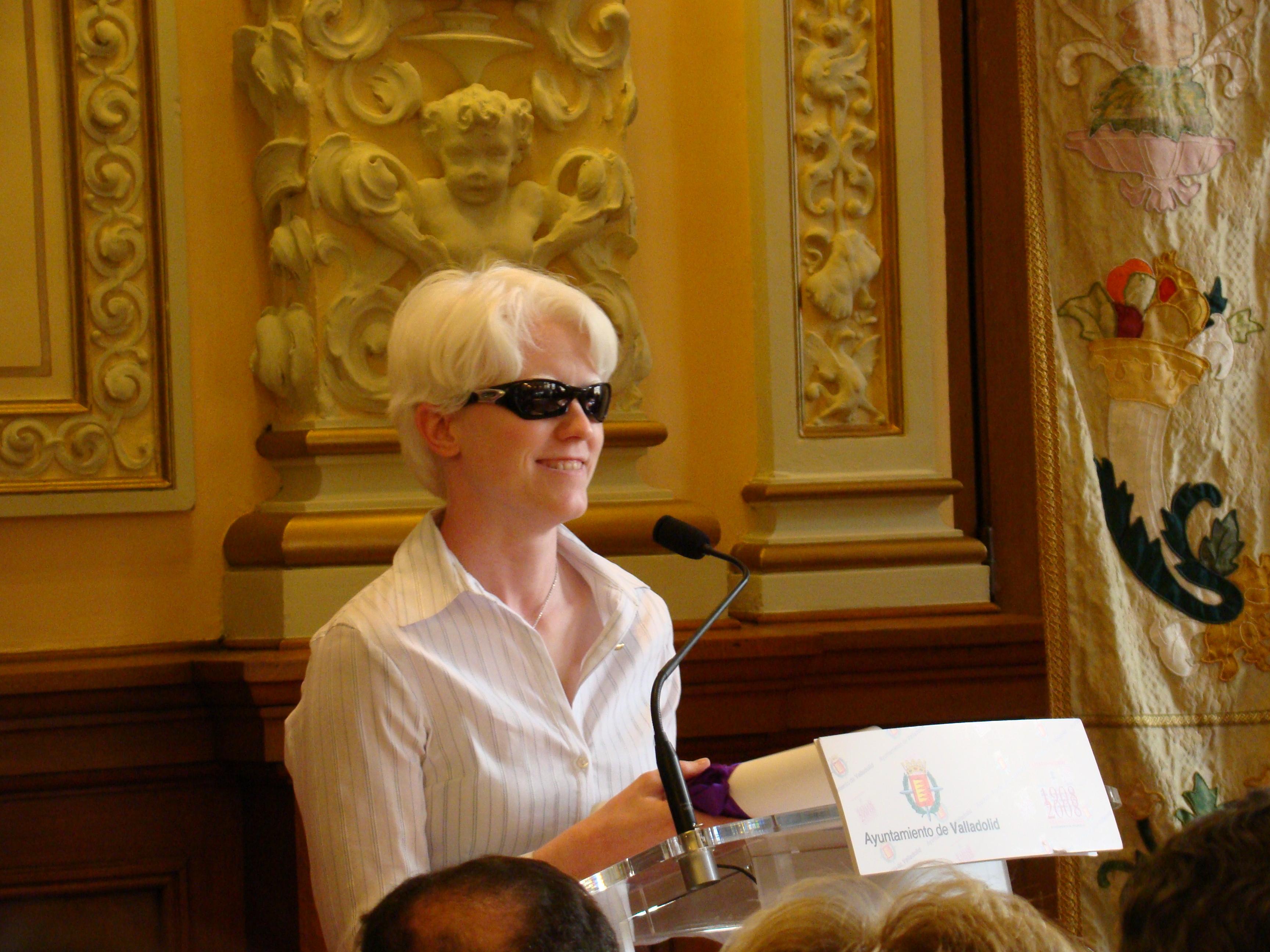 Marta Arce recibiendo el Piñón de Oro.